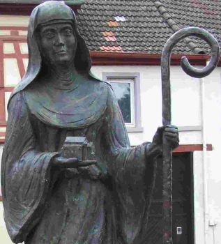 detail of a statue of Saint Lioba; date and artist unknown; Schornsheim, Germany; photographed on 28 September 2007 by Kandschwar; swiped from Wikimedia Commons; click for source image