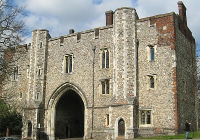 the gate at the abbey of Saint Albans, 5 February 2006, taken by Gary Houston; swiped from Wikimedia Commons