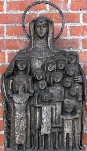 detail of a monument to the first voyage of Blessed Karolina Gerhardinger; date and artist unknown; monastery church of the Institute of Saint Jacob, Saint Jakobs Platz, Munich, Germany; photographed in April 2008 by Andreas Praefcke; swiped from Wikimedia Commons; click for source image