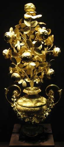 a golden rose created by Giuseppe and Pietro Paolo Spagna in Rome, Italy c.1818; photographed in October 2007 by Gryffindor; swiped from Wikimedia Commons