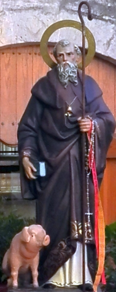 statue of Saint Anthony the Abbot; date and artist unknown; Gandesa, Spain; photographed on 17 January 2015 by Marc Jornet Niella; swiped from Wikimedia Commons; click for source image