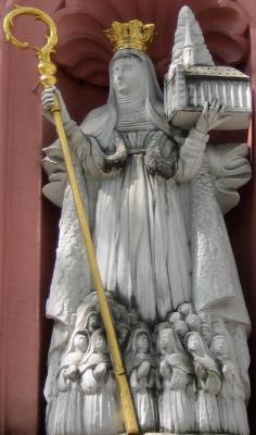 statue of Saint Bilhild, date unknown, artist unknown; Erthaler Court, Mainz, Germany; ph