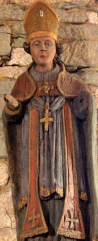 statue of Saint Guenninus; date unknown, artist unknown; Église Saint-Guénin, Brittany, France; photographed on 19 May 2014 by XIIIfromTOKYO; swiped from Wikimedia Commons
