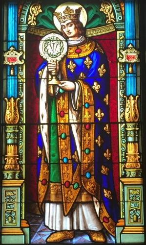 detail of a stained glass window of Saint Louis IX, date and artist unknown; Saint Edward's Hall Chapel, University of Notre Dame, South Bend, Indiana; photographed on 5 April 2016 by Eccekevin; swiped from Wikimedia Commons