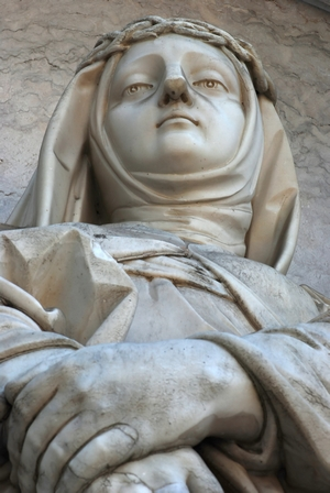 detail of a statue of Saint Maria Magdalena of Pazzi; date and artist unknown; Estrela basilica, Lisbon, Portugal; photographed in April 2010 by Alvesgaspar, and a great job he did, too; swiped from Wikimedia Commons; click for source image