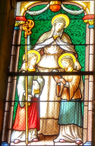 detail of a stained glass window of Saint Waudru with two of her sisters; date unknown, artist unknown; south aisle, canopy #12, Church of Saint-Lucien d'Avrechy, Oise, France; photographed on 23 November 2014 by Pierre Poschadel; swiped from Wikimedia Commons; click for source image