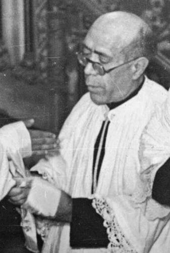Venerable Manuel García Nieto celebrating Mass
