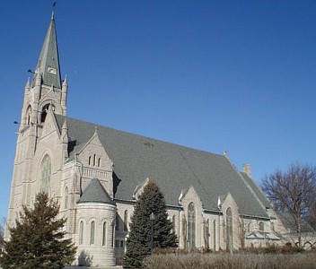 Sacred Heart Cathedral, archdiocese of Davenport, Iowa, photographed by Jesster79 in February 2006; swiped off the Wikipedia web site