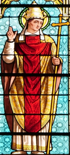 detail of a stained glass window of Pope Saint Calistus II, date and artist unknown; abbey church in Saint-Antoine-l'Abbaye, Isère, France; photographed on 6 September 2011 by GFreihalter; swiped from Wikimedia Commons