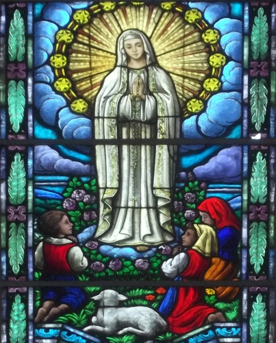 detail of a stained-glass window showing the apparition of Our Lady of Fatima; date and artist unknown; Saint Lawrence Martyr Church, Linha Imperial, Nova Petropolis, Brazil; photographed on 27 April 2013 by Eugenio Hansen, OFS; swiped from Wikimedia Commons